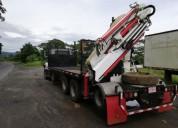 Camion plataforma con brazos hidraulico