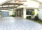 Se alquila casa en curridabat 3 habitaciones terraza 3 parqueos jardin