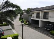 Se vende casa en condominio parque del sol