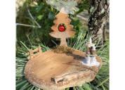 Decoraciones navideñas en madera.